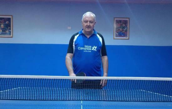 Foto jugador de tenis de mesa