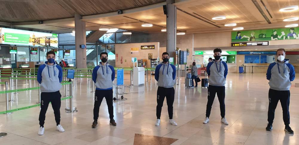 De izquierda a derecha, Eduardo Acosta, Adrián León, Hugo León, Miguel García y Javier Pinto (técnico)