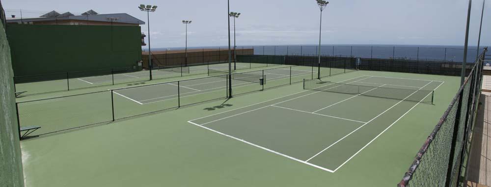 Panorámica de pistas de tenis verdes